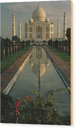 The Taj Mahal With A Reflection Wood Print by Ed George