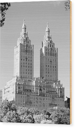 The Towers In Black And White Wood Print by Rob Hans