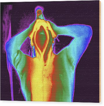 Thermogram Of A Man Taking A Shower Wood Print by Dr. Arthur Tucker