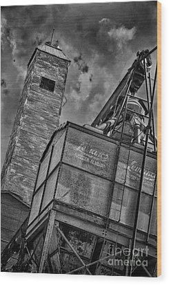 Through The Mill Bw Wood Print by Ken Williams
