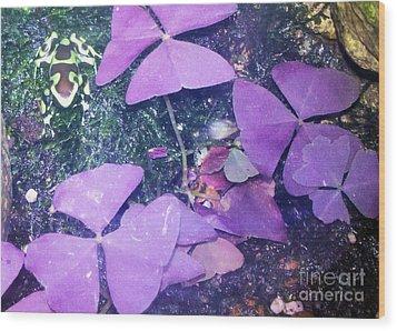 Tiny Frog Wood Print by Tammy Herrin