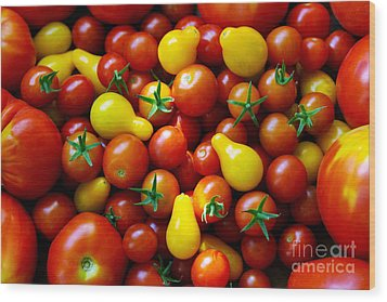 Tomatoes Background Wood Print by Carlos Caetano