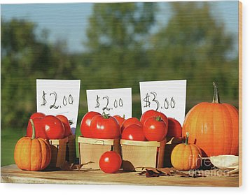 Tomatoes For Sale Wood Print by Sandra Cunningham