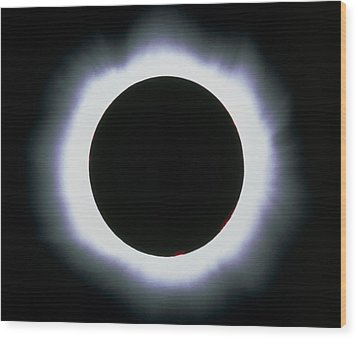 Total Solar Eclipse, 1999 Wood Print by Dr Fred Espenak