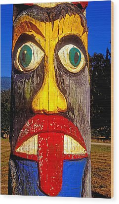 Totem Pole With Tongue Sticking Out Wood Print by Garry Gay