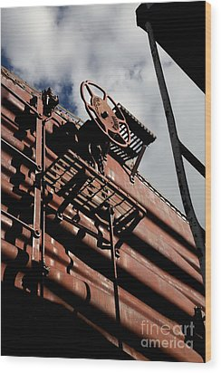 Train Car Wood Print by Leslie Leda