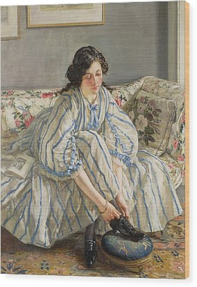 Tying Her Shoe Wood Print by Sir Walter Russell