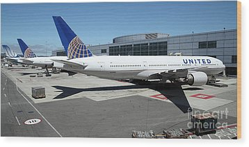 United Airlines Jet Airplane At San Francisco Sfo International Airport - 5d17112 Wood Print by Wingsdomain Art and Photography