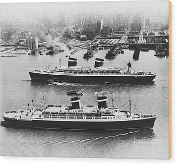 United States Lines Ships Wood Print by Photo Researchers