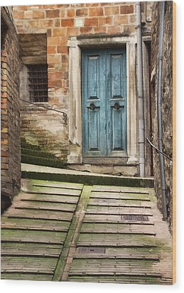 Urbino Door And Stairs Wood Print by Sharon Foster