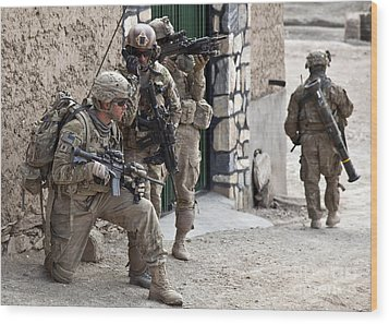 U.s. Army Battalion Pulls Security Wood Print by Stocktrek Images