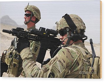 U.s. Army National Guards Pull Security Wood Print by Stocktrek Images