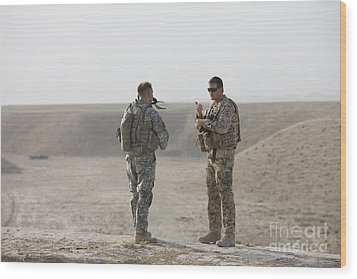 U.s. Army Soldier And German Soldier Wood Print by Terry Moore