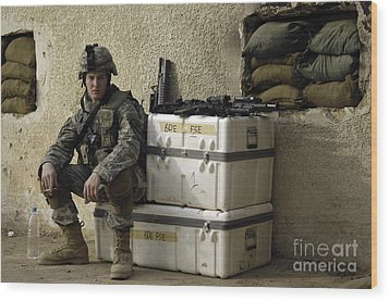 U.s. Army Soldier Relaxing Before Going Wood Print by Stocktrek Images