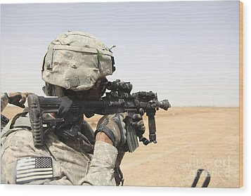 U.s. Army Soldier Scans The Horizon Wood Print by Stocktrek Images