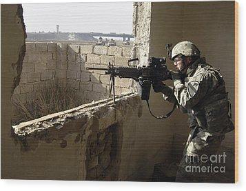 U.s. Army Soldier Searching Wood Print by Stocktrek Images