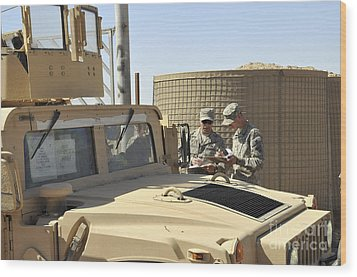 U.s. Army Soldiers Take Accountability Wood Print by Stocktrek Images