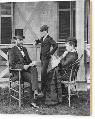 U.s. Grant And His Family Wood Print by Everett