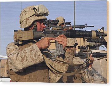 U.s. Marines Sighting Wood Print by Stocktrek Images