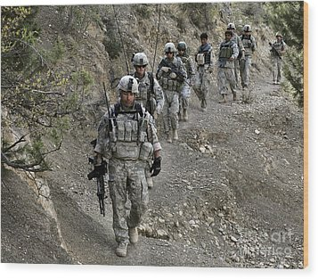 U.s. Soldiers And Afghan Border Wood Print by Stocktrek Images