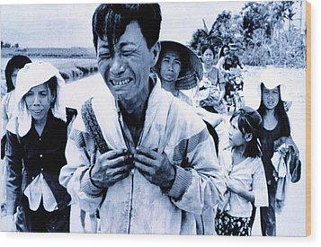 Vietnam War A Head Of Family Weeps Wood Print by Everett