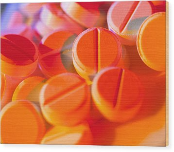 View Of Several Scored Paracetamol Tablets Wood Print by Steve Horrell