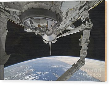 View Of Space Shuttle Discovery Wood Print by Stocktrek Images