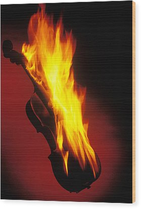 Violin On Fire Wood Print by Garry Gay