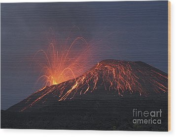 Vulcanian Eruption Of Anak Krakatau Wood Print by Richard Roscoe
