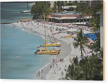 Waikiki Beach And Catamarans Wood Print by Peter French