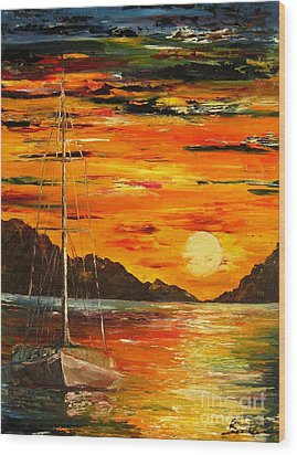 Waiting For The Sunrise Wood Print by AmaS Art