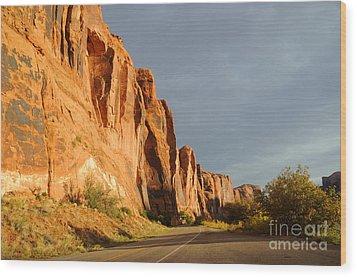 Wall Street Cliff Near Moab Wood Print by Gary Whitton