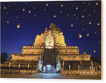 Wat Chedi Luang Wood Print by Anek Suwannaphoom
