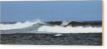 Waves On North Shore Wood Print by Elizabeth  Doran
