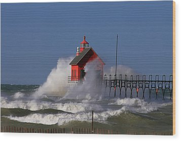 Waves Over The Grand Haven Outer Light Wood Print