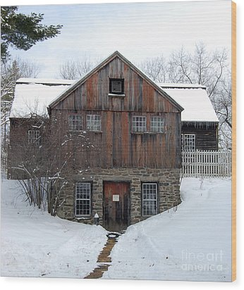 Weathered Building At Old Sturbridge Village Wood Print by John Small
