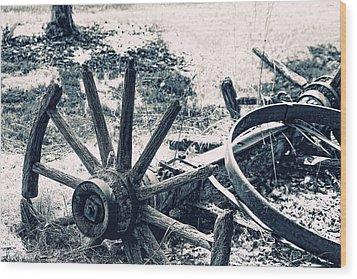 Weathered Wagon Wheel Broken Down Wood Print by Tracie Kaska