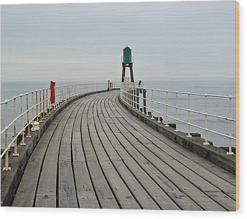 West Pier And Beacon Wood Print by Rod Johnson