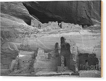 White House Ruin Canyon De Chelly Monochrome Wood Print by Bob Christopher