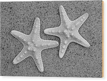 White Starfish In Black And White Wood Print by Sandi OReilly