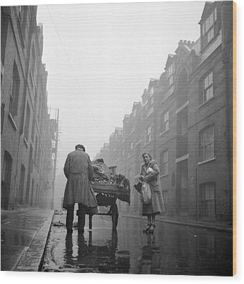 Whitechapel Street Wood Print by John Chillingworth