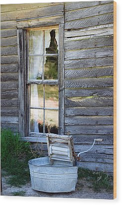 Window On Prairie Life Wood Print by Judy Hall-Folde