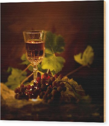 Wine Glass And Grapes Wood Print by Ellie Caputo