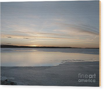 Winter Sunset Over Lake Wood Print by Art Whitton
