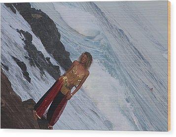 Winter Swell Hookipa 2010 Wood Print by Giorgia Piekarski