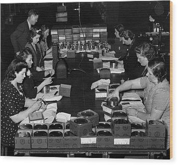 Women Take Part In World War II Wood Print by Everett