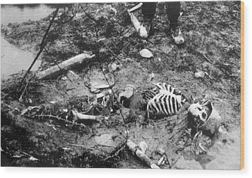 World War I, Skeleton Of A Dead German Wood Print by Everett