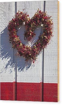Wreath Heart On Wood Wall Wood Print by Garry Gay