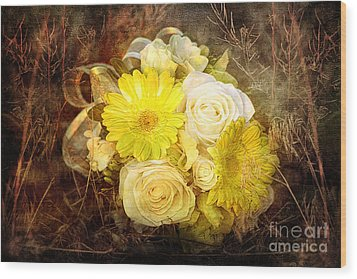 Yellow Gerbera Daisy And White Rose Bridal Bouquet In Nature Setting Wood Print by Cindy Singleton