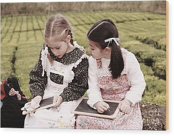 Young Girls Doodling Wood Print by Gaspar Avila